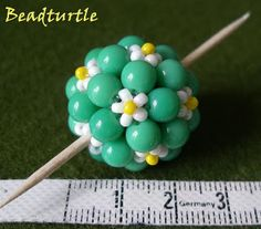 free beaded bead tutorial  http://nataliesperlen.blogspot.com/search/label/Beaded%20Bead
