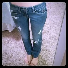 """HOLLISTER SZ 0 SHORT SKINNY JEANS WITH HOLES Hollister medium wash, factory destroyed, low rise, skinny jeans  Size 0 short Waist 14"""" across laying flat  Rise 6.5"""" Inseam 29"""" Hollister Jeans Skinny"""
