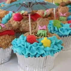 Cute beach cupcakes for last day of school, pool party, picnic, reunion, or birthday party.