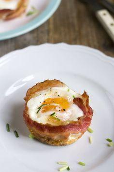 Dit is een heel leuk receptje, bacon and egg muffins! Eimuffins maakte ik al eerder en deze staan inmiddels ook op het blog (klik hier). Maar dit zijn eimuffins 2.0. Feestelijke eimuffins, bacon and egg muffins. Dit is wat iedereen lekker vindt. Wat iedereen lekker moet vinden. Het is gewoon te goed. Te lekker. Het is een... LEES MEER...
