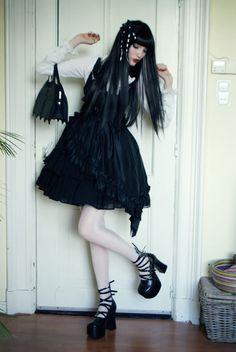 Gothic,I love this look Gothic Lolita Fashion, Gothic Dress, Lolita Dress, Lolita Style, Fashion Goth, Japanese Street Fashion, Kawaii, Mori Girl, Cosplay
