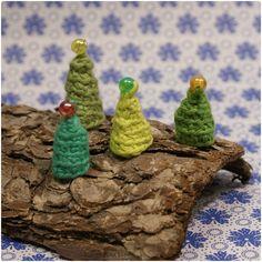 """2011 julekalenderen (gaver du selv kan """"pimpe"""" eller lave).   Og herefter følger julekalenderen fra sidste år.     1. Dec.2011 Hæklede sneb..."""