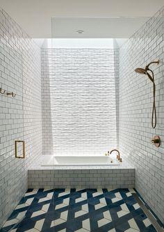 Naturally lit white tiled bathroom with brass tapware under a skylight, Barton Hills, Austin, Texas - Home Design and Decoration House, Austin Homes, Home, White Tiles, Bathtub Tile, Floor Tile Design, Modern Bathroom, Bathrooms Remodel, Bathtub