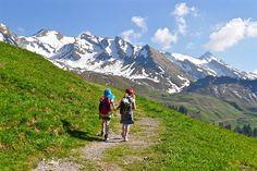 Ihr sucht nach der nächsten Wanderung mit euren Kindern? Dann sind unsere Top 11 Orte zum Wandern mit Kindern in Oberösterreich genau richtig für euch! Mount Everest, Mountains, Nature, Travel, Hiking With Kids, Hiking Trails, Road Trip Destinations, Travel Advice, Places