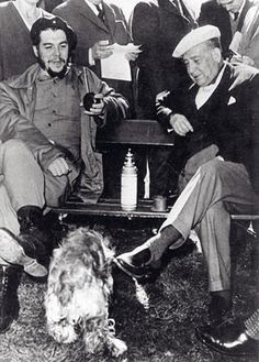 Presidente uruguayo Eduardo Víctor Haedo, cebándole mate al comandante Ernesto Che Guevara
