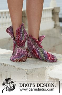 """Thinker That - DROPS slippers in moss st in 2 threads """"Fabel"""", worked in squares. - Free pattern by DROPS Design Felted Slippers Pattern, Crochet Slipper Pattern, Knitted Slippers, Crochet Slippers, Knit Crochet, Knitting Patterns Free, Free Knitting, Free Pattern, Crochet Patterns"""
