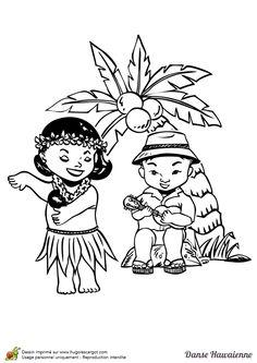 petite hawaïenne souriante avec une fleur sur les cheveux