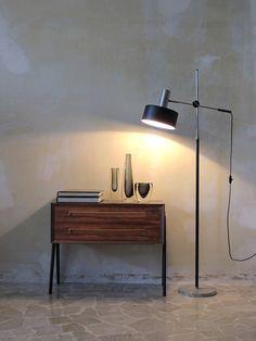 Danish and italian modern design, 50s Danish Modern rosewood bedside table, Italian modern floor lamp - Kosta Boda and Orrefors vintage glass vases - www.capperidicasa.com