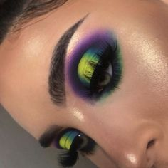 Looking for for ideas for your Halloween make-up? Browse around this website for creepy Halloween makeup looks. Makeup Eye Looks, Eye Makeup Art, Halloween Makeup Looks, Glam Makeup, Skin Makeup, Eyeshadow Makeup, Makeup Inspo, Eyeliner, Makeup Ideas