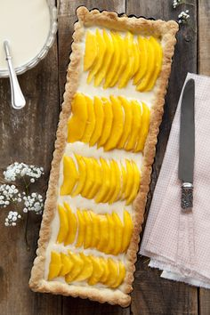 Fresh mangoes in a delectable, delightful Mango Tart Mango Tart, Mango Pie, Dessert Bars, Dessert Recipes, Cupcakes, Island Food, Sweet Pastries, How To Eat Better, Sweet Tarts