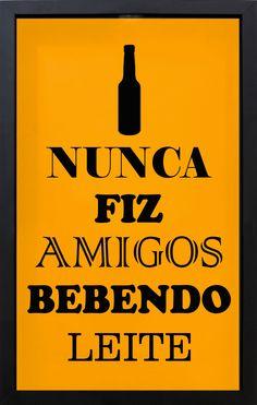 Quadro Porta Tampinhas Fundo Amarelo Nunca Fiz Amigos Bebendo Leite  28x43x5cm - Decore Pronto