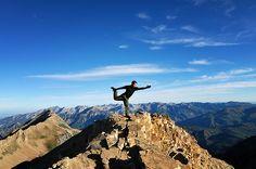 fazer yoga nas montanhas