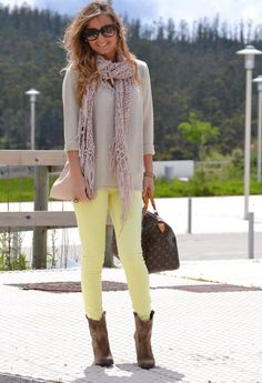 Love! I think I need to add light yellow jeans to my collection.