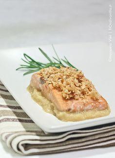 Filetto di salmone alle nocciole con crema di mele e patate alla birra
