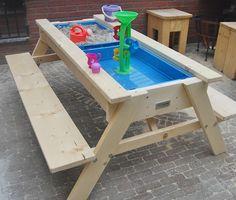 Sitzbank mit Sand- und Wasserspielbox für den kleinen Privatgarten, Kleiner Sandkasten mit Sitzbank, Terrasse mit Kindern, Ideen Sandkasten, Spielplatz für die Stadt, Privatgarten mit Sandkasten