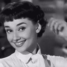Audrey gets her hair cut in Roman Holiday Aesthetic Eyes, Badass Aesthetic, Aesthetic Indie, Aesthetic Movies, Bad Girl Aesthetic, Aesthetic Images, Aesthetic Videos, Aesthetic Vintage, Aesthetic Photo