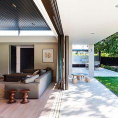 Mosman House by Tanner Kibble Denton Architects #homeadore #livingroom #interior #interiors #interiordesign #interiordesigns #residence #villa #home #casa #property #mosman #sydney #australia #tannerkibbledentonarchitects