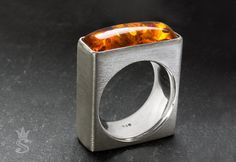 Sterlingsilver ring with amber.