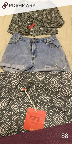 Boho-print long-sleeved crop top! This is NWT and would be so cute with high waisted shorts and wedges! Mossimo Supply Co. Tops Crop Tops