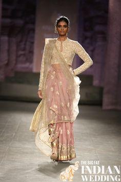 Anju Modi at India Couture Week 2014 - jacket blouse sari. Beautiful colors like peaches, steel blues etc. Lakme Fashion Week, India Fashion, Ethnic Fashion, Asian Fashion, Sari Blouse, Indian Dresses, Indian Outfits, Indische Sarees, Indie Mode