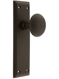 Antique Reproduction Doorknobs. New York Door Set With No Keyhole And Classic Round Knobs.