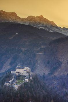 Festung Hohenwerfen im Salzachtal, in der weiteren Umgebung von Salzburg.