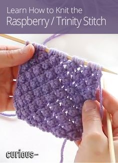 Looking for new knitting patterns to add some texture to your next scarf or sweater? Try the raspberry stitch, also known as the trinity stitch!                                                                                                                                                                                 Mais