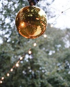 Give your wedding the golden touch with these 27 gilded details