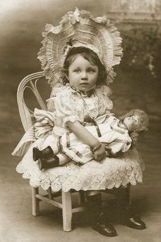 Antique dolls on old photographs / vintage antique dolls, replicas / Beybiki.