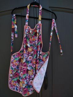 Handmade apron with personalization. Great gift to give. Bbq Apron, Chef Apron, Great Gifts, Trending Outfits, Unique Jewelry, Handmade Gifts, Floral, Pink, Crafts