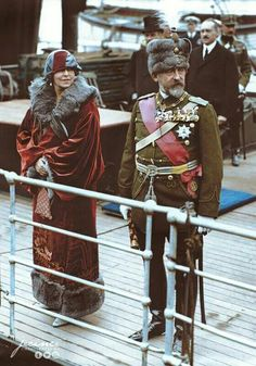 King Ferdinand and Queen Mary arriving in Dover (United Kingdom) during a state visit. - 12 May 1924 Queen Mary, King Queen, Michael I Of Romania, History Of Romania, Romanian Royal Family, 18th Century Costume, Colorized Photos, Second Empire, Fancy Hats