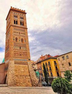 """La Torre de #SanMartín  de #Teruel  erigida en 1316 en estilo """"mudéjar aragonés"""", el cuál es Patrimonio de la Humanidad"""