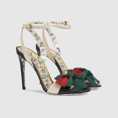 Get the must-have sandals of this season! These Gucci Neutral Leather Sling-back Pump with Web Bow Sandals Size US Regular (M, B) are a top 10 member favorite on Tradesy. Pretty Shoes, Beautiful Shoes, Discount Designer Shoes, Bow Sandals, Sandal Heels, Flat Sandals, Gladiator Sandals, Spring Shoes, Vintage Shoes