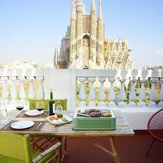 Das absolute Muss für jede Jahreszeit! – der schicke und tragbare Grill für überall! Der Grill wird in einer schmucken Aktentasche (Vintage-Style!) aufbewahrt und lässt sich wunderbar verstauen. Egal ob Sie auf der Terrasse, im Garten, auf dem Balkon oder beim Picknick sind – der Mon Oncle-Grill wird Sie stets begleiten.RS Barcelona Mon Oncle | Griller, Grillen im COOLIMA Online Shop