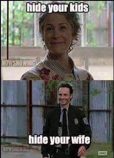 Season 5 Walking Dead Humor - Carol and Rick Grimes - March 2015 Walking Dead Funny, Walking Dead Zombies, The Walking Dead Tv, Z Nation, Rick Grimes, The Walk Dead, Ricky Dicky, Twd Memes, Funny Memes
