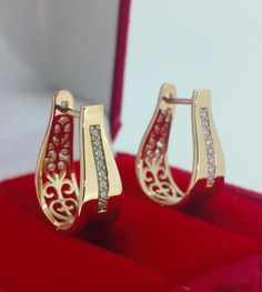 Tips for Buying Diamond Rings and Other Fine Diamond Jewelry Gold Ring Designs, Gold Bangles Design, Gold Jewellery Design, Gold Jewelry, Wedding Jewelry, Gold Jhumka Earrings, Jewelry Design Earrings, Gold Earrings Designs, Gold Fashion