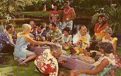 Undated Unused Postcard United Airlines at a Hawaiian Luau Hawaii HI Vintage Tiki, Aloha Vintage, Vintage Hawaii, Vintage Party, Vintage Vibes, King Kamehameha, Polynesian Islands, Tiki Party, Hawaiian Luau