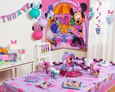 AmazonSmile: Minnie Mouse Bowtique Plastic Table Cover, 54 in x 96 in, Party Supplies: Toys & Games