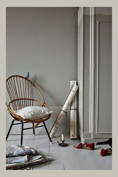 For a relaxed and versatile scheme, Purbeck Stone is a stronger neutral – neither too gray to be edgy and uncomfortable, nor too creamy to feel out of date. Combine with two lighter shades, Ammonite and Cornforth White, to create a colour combination that Farrow Ball, Farrow And Ball Paint, Purbeck Stone, Room Colors, Wall Colors, House Colors, Paint Colours, Gray Interior, Interior And Exterior