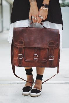 "Modern and vintage aren't opposites with our '""Leon"" bag, but harmonised. The shoulder satchel made from goat's leather is perfect for uni or work, as well as everyday life. Leather bag - vintage - Gusti leather - vegetable tanned leather - eco friendly"