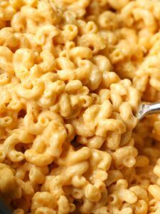 No need to boil your pasta before making this EASY Crock Pot Mac and Cheese! Sup… No need to boil your pasta before making this EASY Crock Pot Mac and Cheese! Super creamy and done in just a few hours! Crock Mac And Cheese, Crockpot Mac N Cheese Recipe, Healthy Crockpot Recipes, Cheese Recipes, Macaroni And Cheese, Mac Cheese, Pasta Recipes, Pasta Cheese, Cheese Sauce