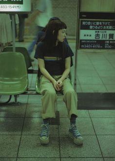 Art Reference Poses, Photo Reference, Aesthetic Photo, Aesthetic Pictures, Aesthetic Green, Pretty People, Beautiful People, Japonese Girl, Shotting Photo