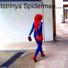 biniknya spiderman tertangkap kamera