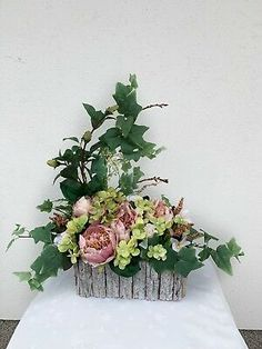 Creative Flower Arrangements, Church Flower Arrangements, Beautiful Flower Arrangements, Floral Arrangements, Beautiful Flowers, Church Wedding Flowers, Funeral Flowers, Grave Decorations, Flower Decorations