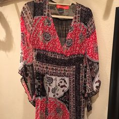 Darling red and black white flowy Top Darling red and black white flowy Top Urban Mango Tops Tunics