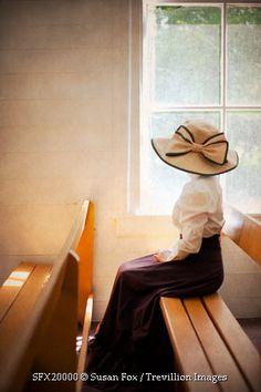 © Susan Fox / Trevillion Images--more Gibson girl than Victorian // hat top skirt Victorian Hats, Edwardian Era, Edwardian Fashion, Vintage Fashion, Belle Epoque, Preachers Wife, Steampunk Outfits, Medieval, Estilo Lolita