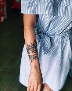 Subtle Tattoos, Different Tattoos, Pretty Tattoos, Love Tattoos, Small Tattoos, Feminine Tattoo Sleeves, Feminine Tattoos, Piercing Tattoo, Piercings