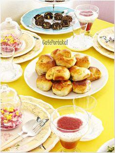 Sarı çay sofrasının son tarifi de bu nefis haşhaşlı çörekler.1-2-3 derken kaç tane yediğinizi fark edemeyebilirsiniz.   Hayırlı,huzurlu p...