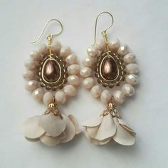 I would use different beads, but the design is good Pearl Jewelry, Wire Jewelry, Beaded Jewelry, Jewelery, Earrings Handmade, Handmade Jewelry, Beads And Wire, Bead Earrings, Wire Wrapped Jewelry