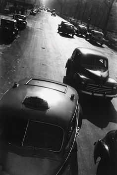 5th Ave New York 1947 /    Photo: Elliott Erwitt